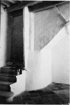 Interior de la casa núm. 35 del carrer Carreta de Sitges ( Barcelona). 1942. Autor desconegut. 27585F MMB Black And White, Abstract, Artwork, Summary, Work Of Art, Black N White, Auguste Rodin Artwork, Black White, Artworks