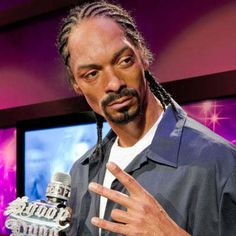 Madame Tussauds Wax Museum in Hollywood Snoop Doggy Dog Famous Celebrities, Celebs, British Royal Family Members, Living In England, Wax Museum, Madame Tussauds, Snoop Dogg, Double Take, Sports Stars