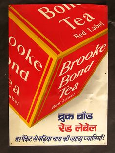 Advertisement for Brooke Bond Red label Tea. Caption at the bottom in Hindi reads - हर= each पैकट= packet से=from बढ़िया = exceellent चाय की ज़्यादा = more प्यालियाँ = cups. In plain English - More cups of excellent tea from each packet. Hindi @ Leiden University