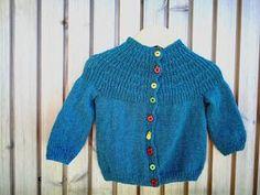 Da jeg var på krea-messe i Fredericia i oktober, så jeg flere trøjer (og huer) strikket med indtagningerne som bærestykket på min trøje. Je...