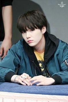 Jimin is a fanboy for BTS's main rapper, Suga. He runs a fanpage acco… Suga Suga, Min Yoongi Bts, Bts Bangtan Boy, Namjoon, Taehyung, Seokjin, Daegu, Foto Bts, Bts Photo