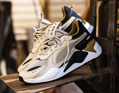 Products – Page 13 – Live-kickz White Puma Sneakers, Beige Sneakers, Casual Sneakers, Sneakers Nike, Mens Puma Shoes, Black Nike Shoes, Black Nikes, Kicks Shoes, Pumas Shoes