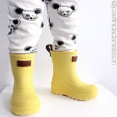 It's spring and the perfect time of year to enjoy the rainy days. If you don't want your kid gets dirty until his ears and ruin his shoes, make sure he has his own rain boots. Let him enjoy with the rain and feel it on his skin #wearislearn #sensiblekidsclothes #responsiveclothes #kidsclothes #kids #kidsdesing #kidstyle #comfy #comfortable #design #fashiondesign #childhood #family #growth #little #littlewild #clothes #fashion #laliwhite #rainboots #rain #spring #raindrops #pudle #charco…