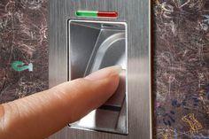 Schließanlage mit Fingerscanner. Foto: Kneer-Südfenster