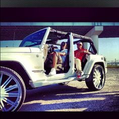 I wonder what a white Range Rover would look like without doors ...