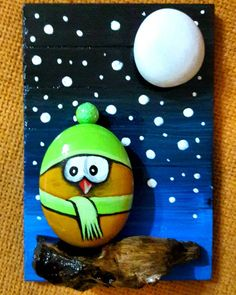 This Pin was discovered by M. Christmas Pebble Art, Christmas Rock, Christmas Crafts, Stone Crafts, Rock Crafts, Fun Crafts, Pebble Painting, Stone Painting, Pierre Decorative