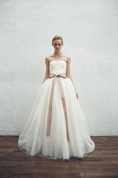 Robe de mariee avec noeud et ruban rose | #weddindgress