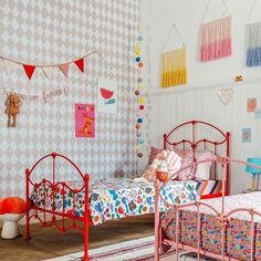 "Interior Design For Kids on Instagram: ""Good morning colour lovers! Here's a feast for your eyes by @amomooui And some gorgeous inspiration for shared bedrooms ❤️ . #decorforkids…"" Shared Bedrooms, Big Girl Rooms, Living Spaces, Toddler Bed, Lovers, Colour, Eyes, Interior Design, House"