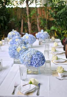 Hortensien in der Tischdeko können elegant wirken. Entdeckt viele Beispiele bei hochzeitsportal24.de