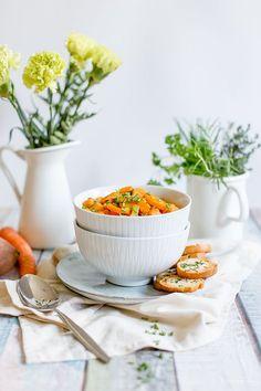 Möhren-Süßkartoffel-Eintopf mit selbstgemachten Kräuter-Brotchips | Alles und Anderes