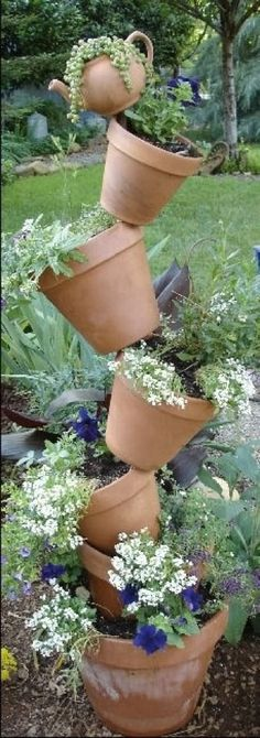 Stacked flower pots: want to do for herbs!
