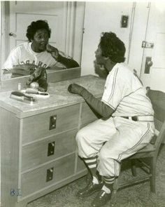 Marcenia Lyle Alberga aka Toni Stone, of 3 women to play in Negro League Baseball with a batting average. Teams: San Francisco Lions Black Pelicans New Orleans Creoles Indianapolis Clowns 1953 (Hank Aaron playe Negro League Baseball, Black History Facts, African Diaspora, My Black Is Beautiful, Great Women, African American History, Women In History, My People, Black People