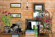 Gaiolas e plantas dentro de casa