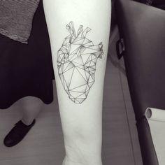 """152 curtidas, 3 comentários - Matheus Dias (@diasestudio) no Instagram: """"Coração geométrico da Camila hj ♡♢ #ink #inked #tattoo #tattooist #blackworkers #tatuagem…"""""""