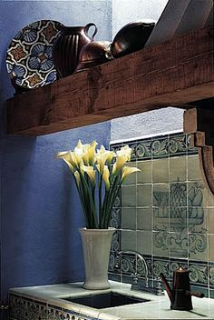 Mexican kitchen Handmade tiles can be colour coordinated and customized re. shape, texture, pattern, etc. by ceramic design studios Mexican Hacienda, Hacienda Style, Southwestern Home, Southwest Style, Spanish Design, Spanish Style, Spanish Colonial, Mexican Style Decor, Mexican Furniture