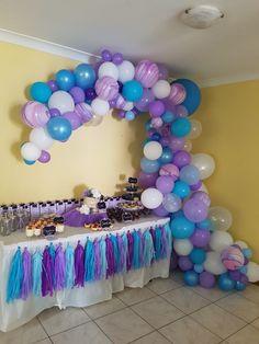 Abstact half balloon arch