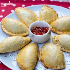 Pastry And Bakery, Something Sweet, Croissant, Empanadas, Pretzel Bites, Foodies, Breads, Food And Drink, Easy Meals