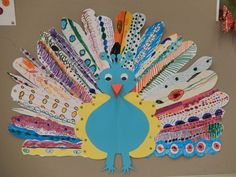 Trots als een pauw - groepswerk --> would be cute do make with popsicle sticks Peacock Crafts, Bird Crafts, Animal Crafts, Fall Crafts, Holiday Crafts, Kids Art Class, Art For Kids, Crafts For Kids, Arts And Crafts