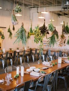 Kinfolk dinner with industrial chairs and hanging herbs Hanging Herb Gardens, Hanging Herbs, Hanging Flowers, Wedding Centerpieces, Wedding Decorations, Table Decorations, Centrepieces, Deco Pizzeria, Kinfolk Wedding