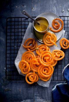 Jalebi recipe {Indian desserts recipe} should try the next time we make Indian curry Indian Dessert Recipes, Indian Sweets, Indian Recipes, Recipes Dinner, Holi Recipes, Desi Food, Indian Street Food, Indian Dishes, Unique Recipes
