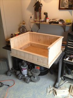 Diy dog bed for car puppys 64 ideas Wood Dog Bed, Pallet Dog Beds, Diy Dog Bed, Dog Furniture, Cheap Furniture, Furniture Design, Box Bed, Dog Rooms, Dog Crate