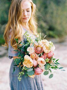 Engagement Session Fashion Ideas #austinengagementsessionlocations #engagementsessionoutfits #coupleposesforphotos