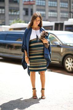 inspiração street style look com saia lápis listrada para moms to be