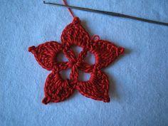 rossimi Angelo, Snowflakes, Crochet Earrings, Christmas Decorations, Crochet Blankets, Home Decorations, Snow Flakes, Christmas Decor, Christmas Tables