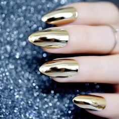 haar en schoonheid Make the most beautiful chrome nails yourself and admire , - Nagel Stamping Shiny Nails, Purple Nails, Gold Nails, Glitter Nails, Chrom Nails, Chrome Nail Powder, Nagel Stamping, Metallic Nail Polish, Mirror Nails