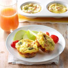 Muffin Tin Quiche Cups Recipe - Instead of adding the bacon into the egg mixture, add the bacon in the cups when adding the broccoli and cheese. 300 Calorie Breakfast, Breakfast Bake, Breakfast Dishes, Breakfast Casserole, Muffin Tin Quiche, Quiche Cups, Muffin Cups, Easy Quiche, Mini Pie Recipes