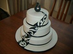 Maori Design 3 Tier Cake I am Maori and love the look of our designs. I had this idea in my head and finally got to try it out. Samoan Wedding, Polynesian Wedding, 3 Tier Cake, Tiered Cakes, Beautiful Cakes, Amazing Cakes, Native American Cake, Island Cake, Island Theme