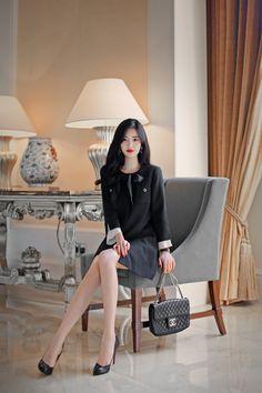daily 2018 feminine& classy look Korean Fashion Office, Korean Fashion Summer Casual, Korean Fashion Dress, Asian Fashion, Modern Fashion Outfits, Fashion Models, Korean Beauty Girls, Asian Beauty, Women With Beautiful Legs