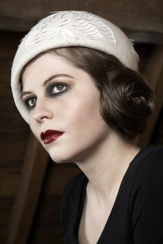 All that I love ~ Hair, hat, and those sultry eyes = 1920s and early 1930s!