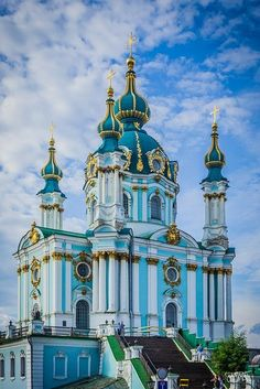 St. Andrew's Church, Kiev, Ukraine. The church was constructed in 1747-1754. Chapelle, Cathedrals, Mosques, Iglesias, San Andrés, Church Architecture, Beautiful Architecture, Beautiful Buildings, Kiev Ukraine