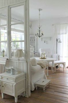 How to Create a Shabby Chic Kitchen Cottage Shabby Chic, Shabby Chic Mode, Shabby Chic Kitchen Decor, Shabby Chic Style, Shabby Chic Zimmer, Vibeke Design, Piece A Vivre, White Rooms, White Houses