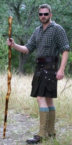 what do you wear with your utility kilt? FLANNEL SHIRT AND BOOTS, VERY NICE Scottish Kilts, Scottish Highlands, Scottish Man, Leather Kilt, Scottish Fashion, Scottish Clothing, Men In Kilts, Kilt Men, Tartan Kilt