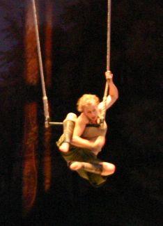 Spectacle de cirque avec Violaine Bishop au théâtre des Monnaies à Bruxelles, 2008