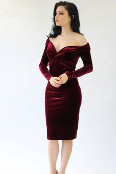 Cocktail velvet dress in burgundy with a flattering bardot neckline, long sleeves, twisted waistline, and pencil skirt . The material its a soft two w. Cocktail Dress Classy Evening, Sophisticated Cocktail Dress, Long Cocktail Dress, Mid Length Dresses, Formal Dresses, Vestidos Pin Up, Cocktail Vestidos, Dress Outfits, Fashion Dresses