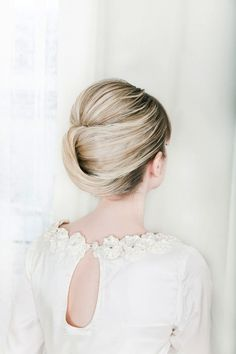 Wedding Hair Inspiration & Tutorials: The Classic Chignon - makeup, hairstyle, up do style, wedding dress Pretty Hairstyles, Girl Hairstyles, Wedding Hairstyles, Wedding Updo, Bridal Chignon, Hairstyle Ideas, Quinceanera Hairstyles, Wedding Bride, Female Hairstyles