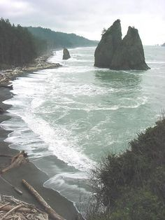 Visiting Mora and Rialto Beach Olympic National Park in Washington, USA The Places Youll Go, Places To See, Rialto Beach, Photos Voyages, To Infinity And Beyond, Washington State, Washington Beaches, Forks Washington, Olympia Washington