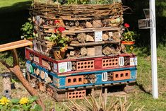 Create a bug hotel from pallets and recycled garden materials Bug Hotel, Insect Hotel, Garden Insects, Garden Bugs, Garden Inspiration, Garden Ideas, Ladybug House, Hampton Court Flower Show