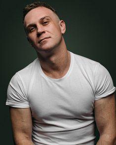 Bald Head Man, Bald Heads, Hair Cuts, Mens Tops, T Shirt, Haircuts, Supreme T Shirt, Tee Shirt, Hair Style