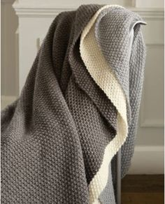 Knitted throws blankets