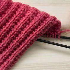 Tuula Kunnaksen sukat valittiin voittajaksi sukkakisassa, johon osallistui 117 kaunista sukkaparia. Turin, Yarn Crafts, Videos, Knit Crochet, Knitting Patterns, Socks, Diy, Accessories, Crocheting