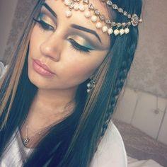 cleopatra makeup - Google Search Cleopatra Makeup, Egyptian Makeup, Cleopatra Halloween, Cleopatra Costume, Makeup Tips, Hair Makeup, Halloween Make Up, Halloween Costumes, Halloween College