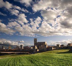 EL CERCO de ARTAJONA (NAVARRA) Uno de los más importantes conjuntos fortificados de la Navarra medieval  Fotografía de Manuel Zaldívar