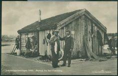 TRØNDELAGSUTSTILLINGEN 1930, TRONDHEIM. Nærbilde av rorbu fra Sør-Trøndelag utg F. Bruns Bokhandel
