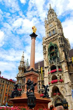 Munich, Germany The townhall and the Marian column on the Marienplatz (en: Mary's Square)