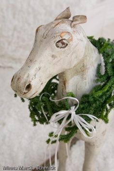 Horse with evergreen holiday wreath!!! Bebe'!!! Love this!!!