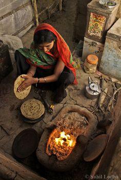 Haciendo chapatis, el pan indio redondo,en forma de tortas | #India #gastronomia | Making Chapatis